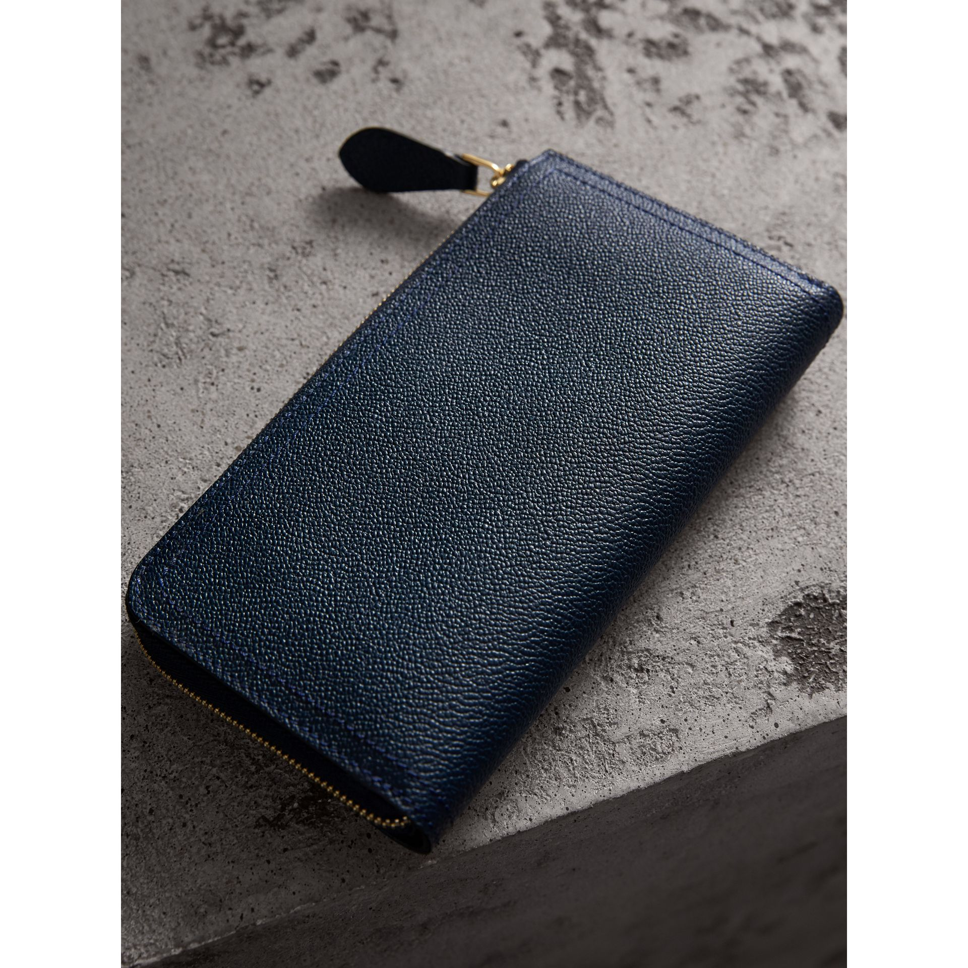 Grainy Leather Ziparound Wallet in Blue Carbon - Women | Burberry - gallery image 3