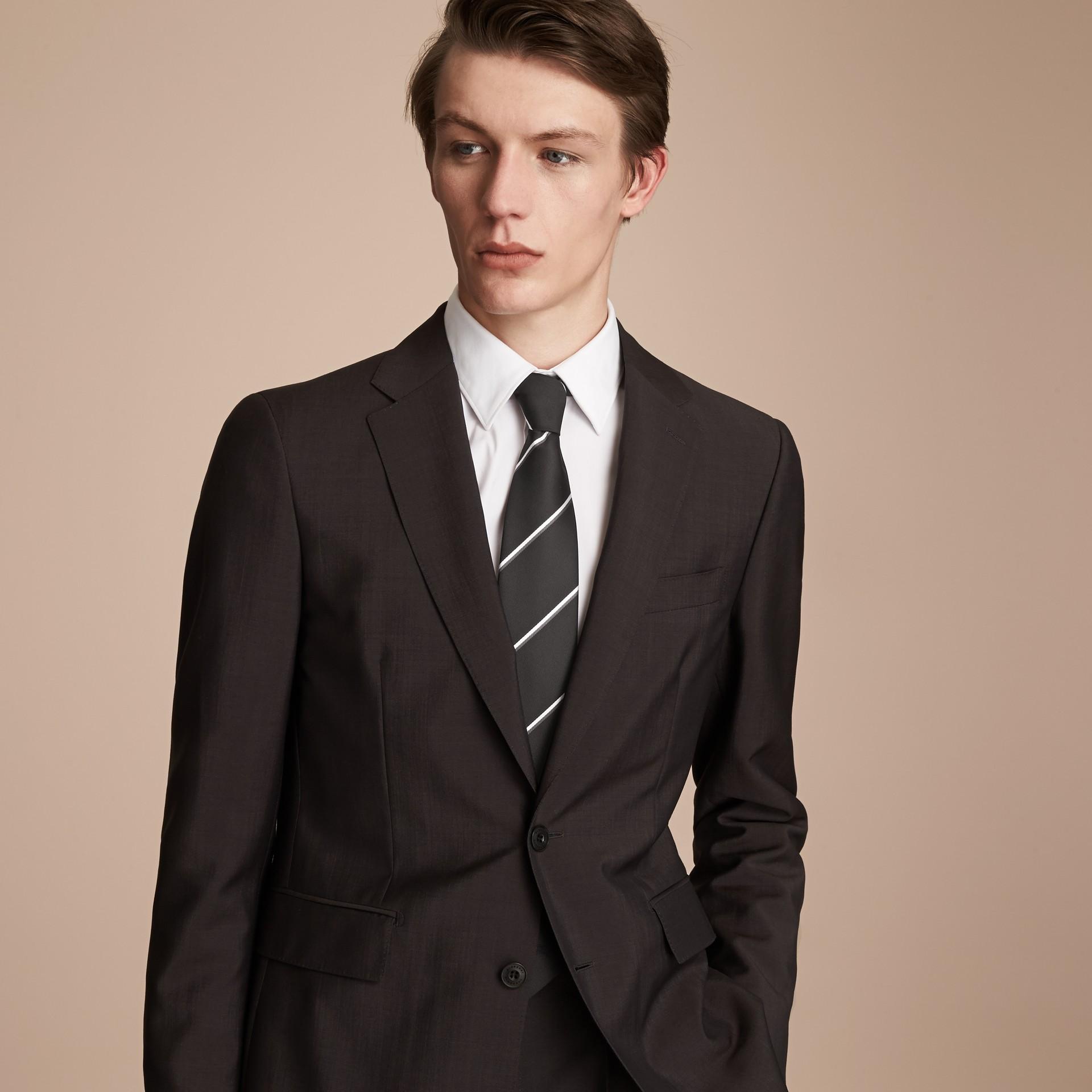 Cravate classique en soie à rayures, tissée en jacquard (Noir) - photo de la galerie 3