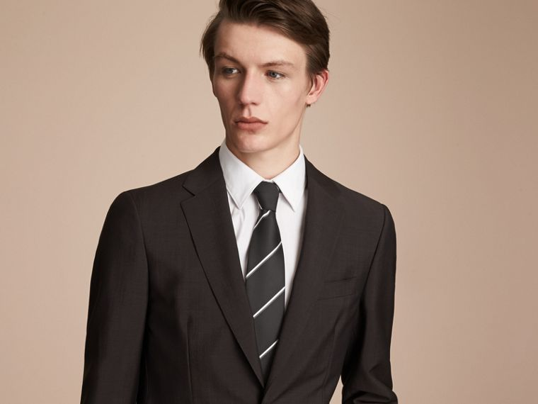 Cravate classique en soie à rayures, tissée en jacquard (Noir) - cell image 2