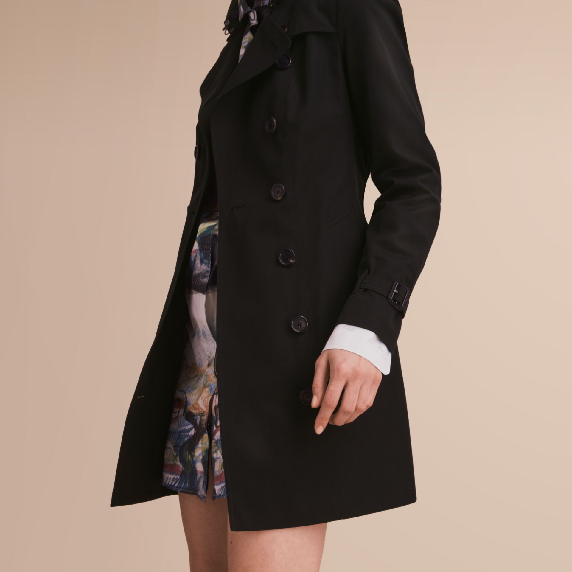 The Sandringham – Mid-Length Heritage Trench Coat in Black - Women | Burberry - gallery image 6