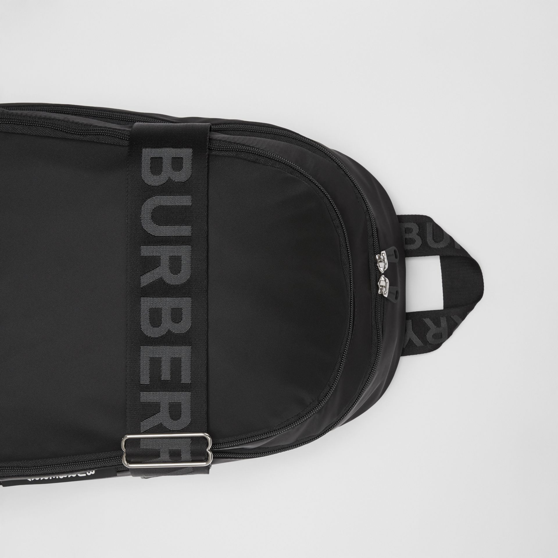 Grand sac à dos en nylon avec logos (Noir) - Homme | Burberry - photo de la galerie 1
