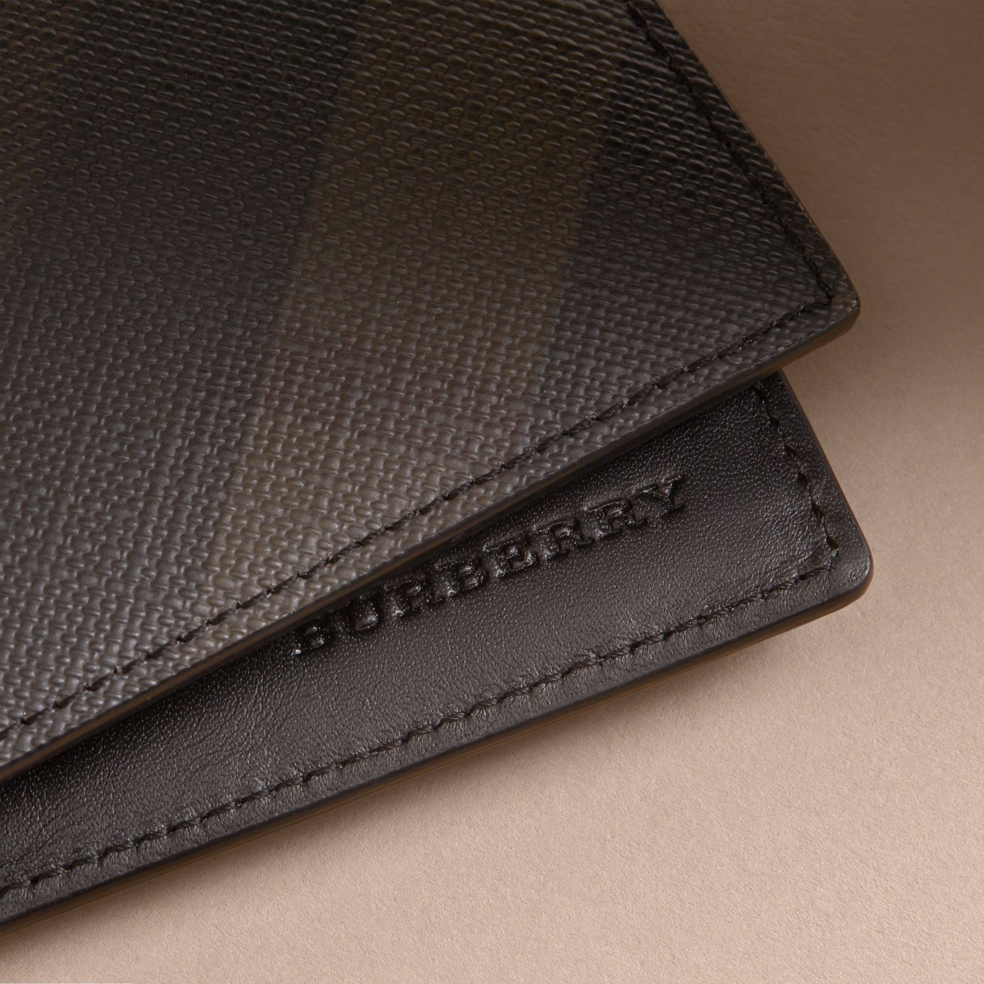 London Check International Bifold Wallet in Chocolate/black - gallery image 2