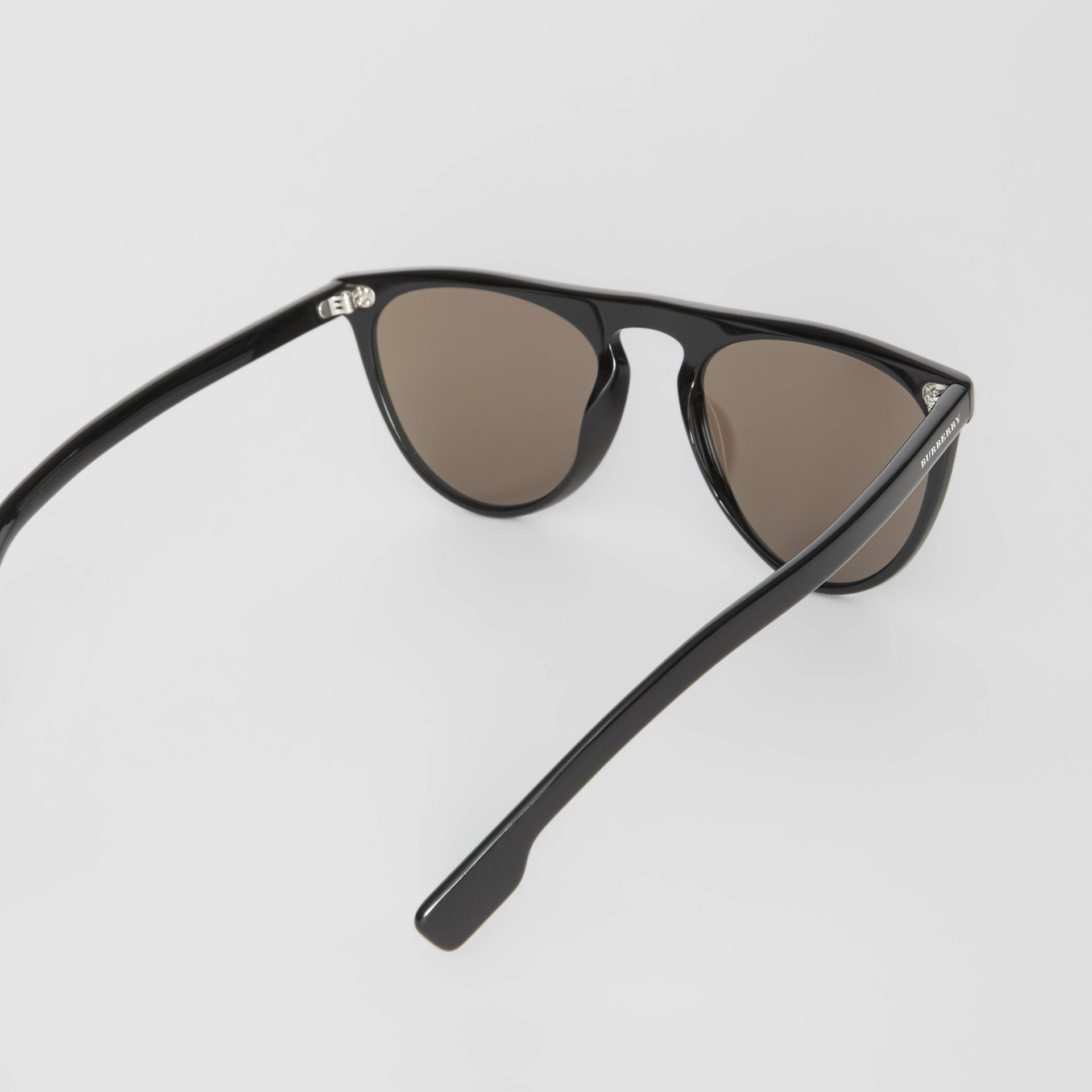 Keyhole D-shaped Sunglasses in Black - Men | Burberry United Kingdom - gallery image 4