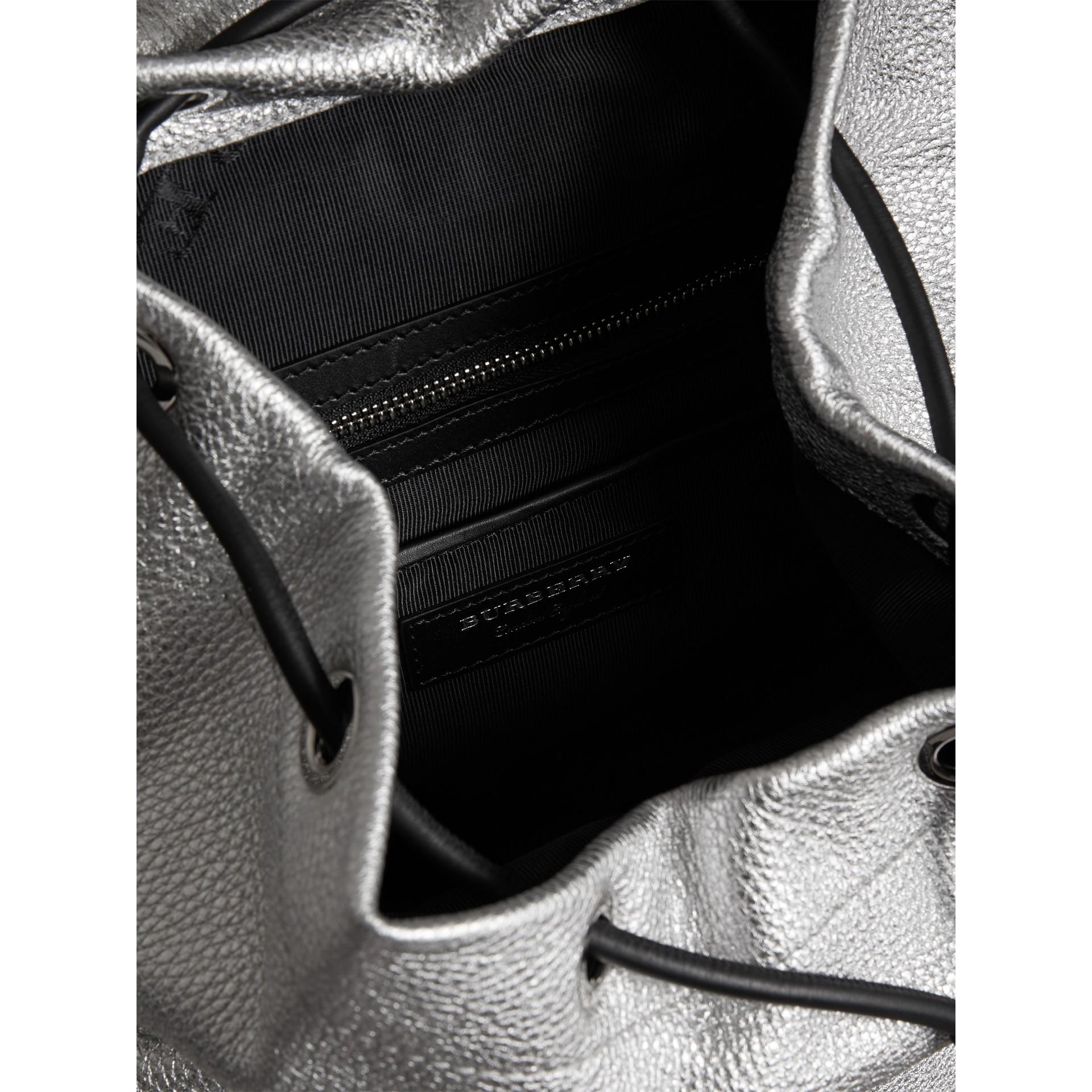 The Medium Rucksack aus Hirschleder mit Metallic-Effekt (Silberfarben) - Damen | Burberry - Galerie-Bild 4