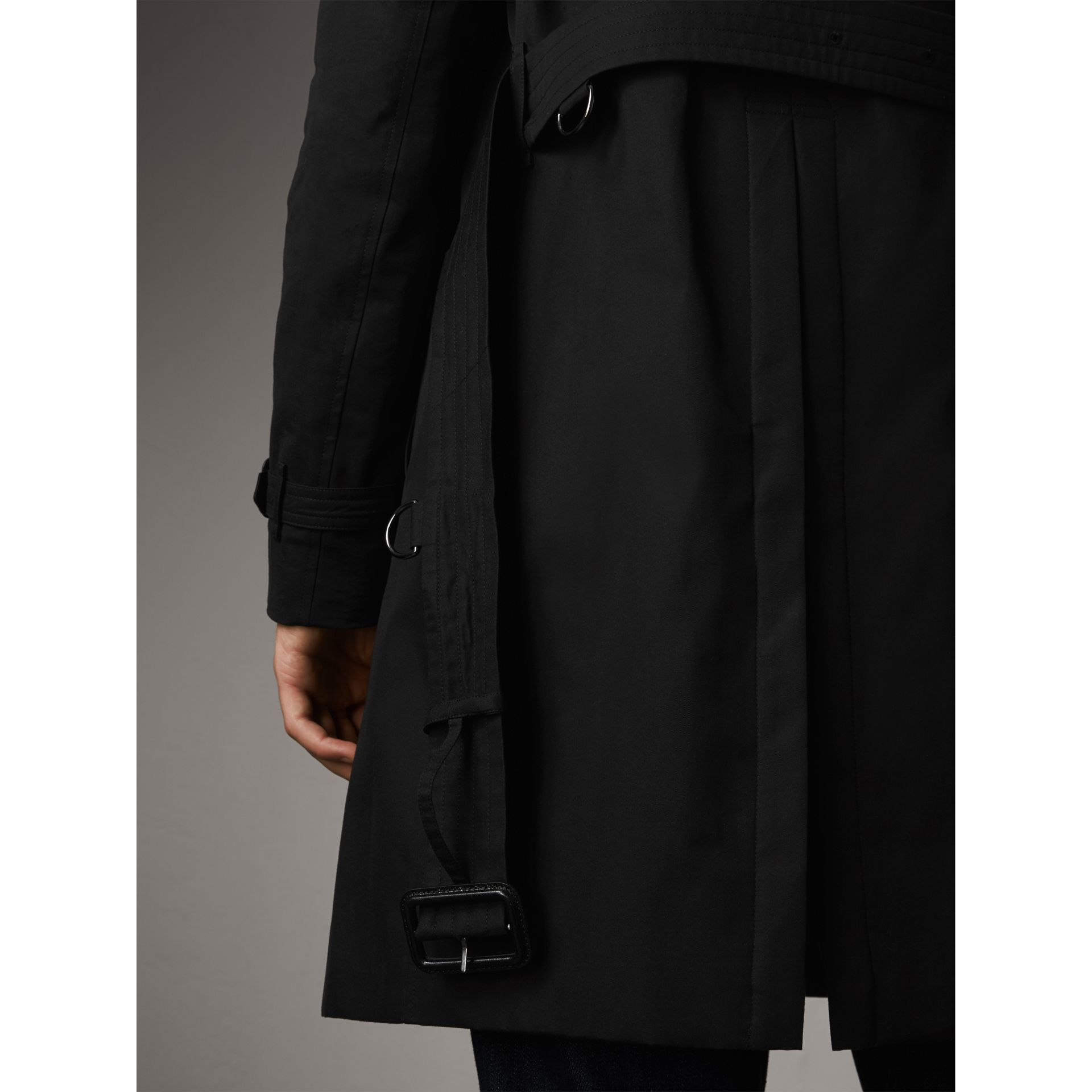 The Chelsea – Long Heritage Trench Coat in Black - Men | Burberry - gallery image 7