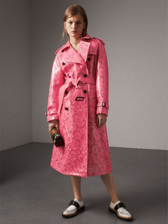 Trench coat de renda com efeito plastificado (Rosa Choque)