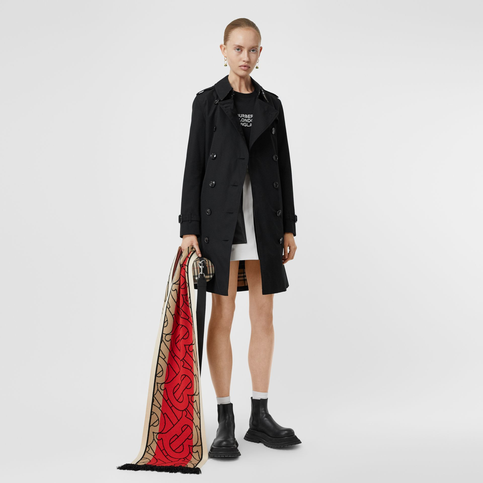 Kensington Fit Cotton Gabardine Trench Coat in Black - Women | Burberry Hong Kong S.A.R - gallery image 2