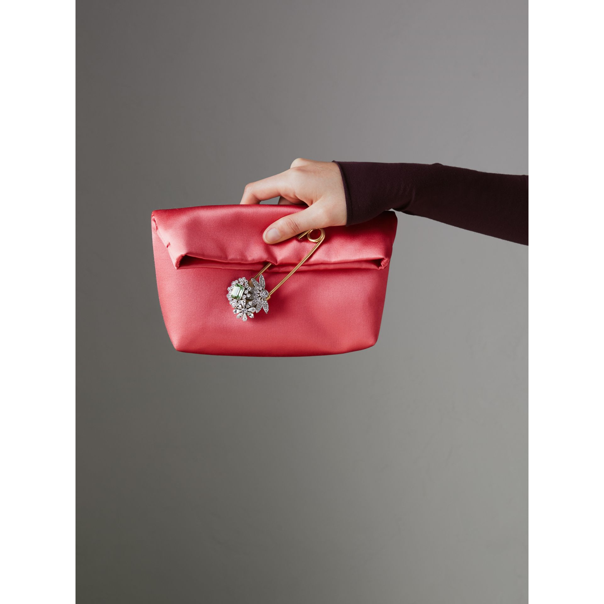Petit clutch The Pin en satin (Cannelle Pâle) - Femme | Burberry Canada - photo de la galerie 3