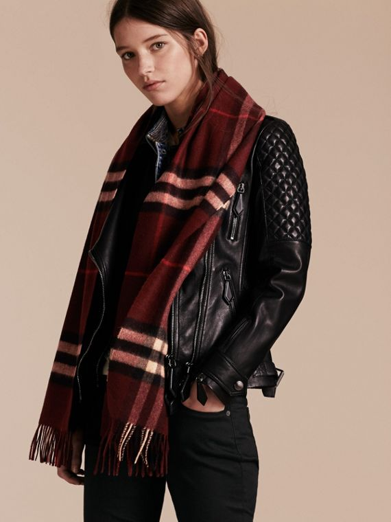 The Classic Check Cashmere Scarf in Claret | Burberry Australia - cell image 2