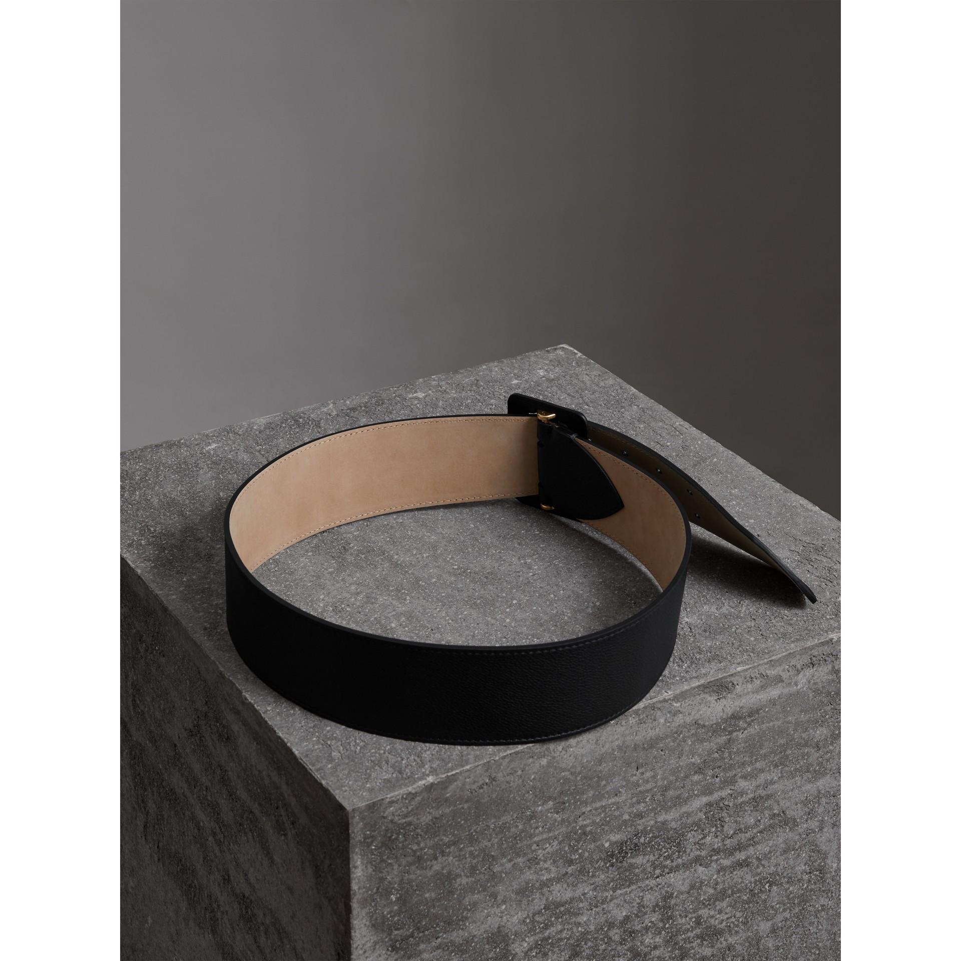 Кожаный ремень с пряжкой с двумя язычками (Черный) - Для женщин | Burberry - изображение 3