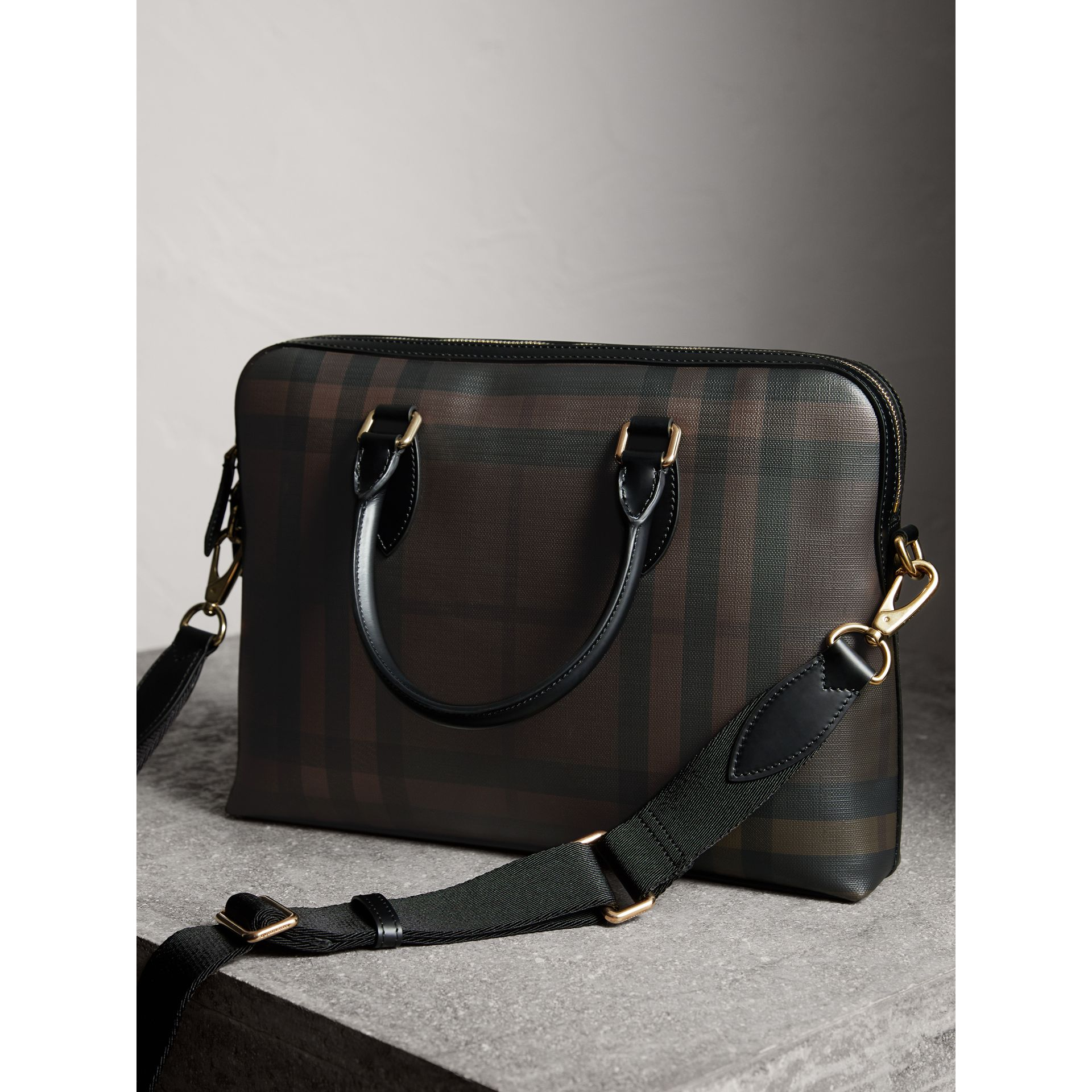 Pasta Barrow slim com estampa London Check (Chocolate/preto) - Homens | Burberry - galeria de imagens 4