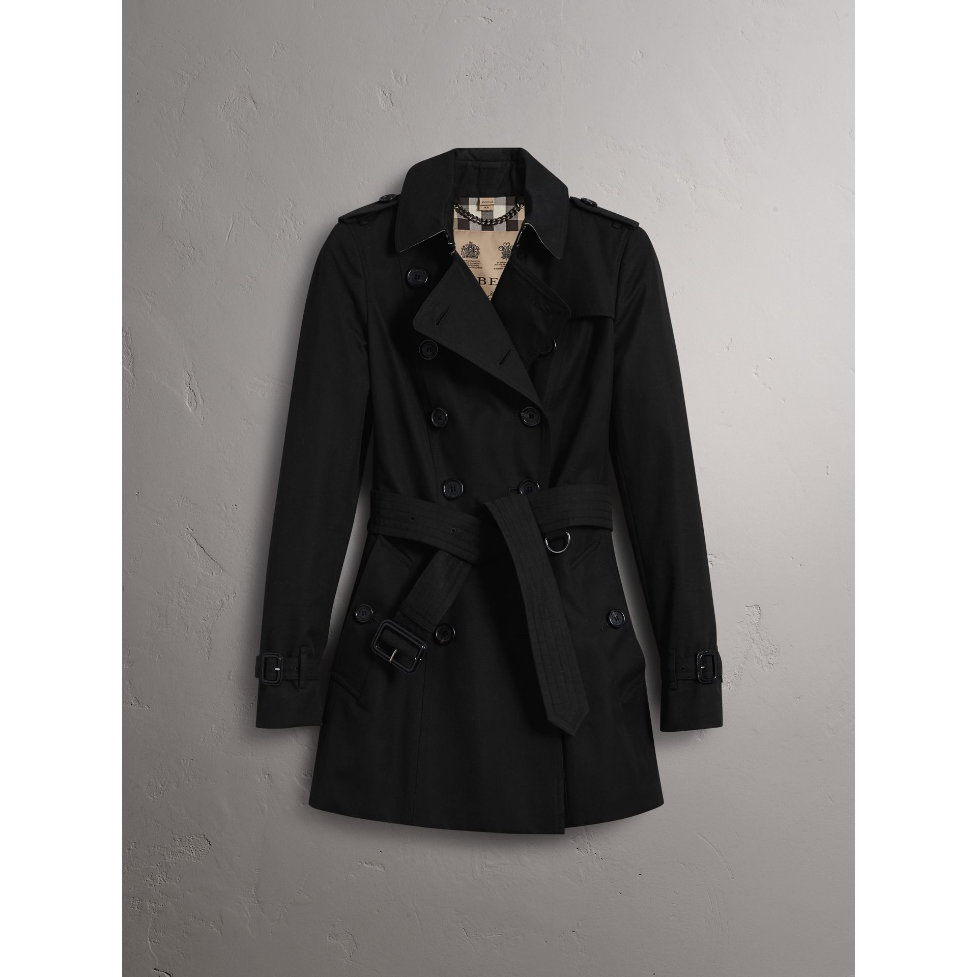 The Chelsea – Short Trench Coat in Black - Women | Burberry United Kingdom - gallery image 4