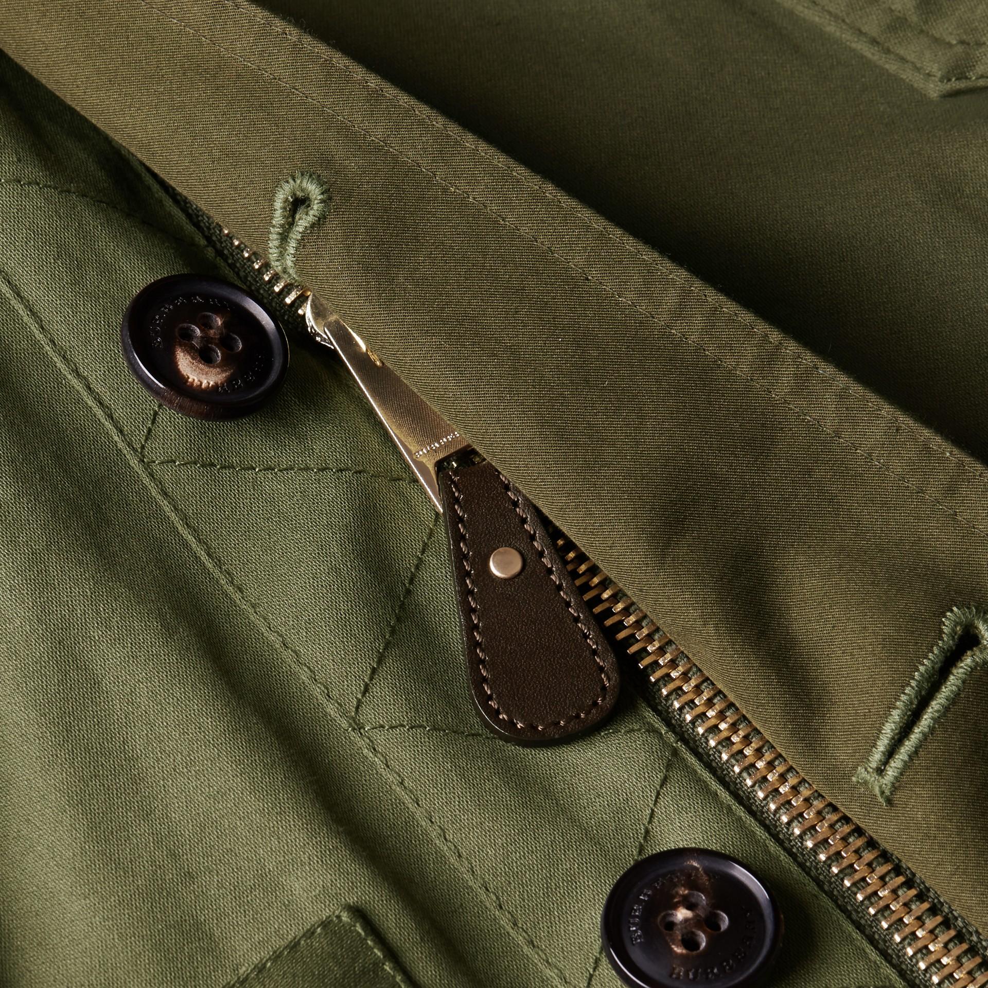 Verde oliva Jaqueta estilo militar de algodão com capuz - galeria de imagens 2