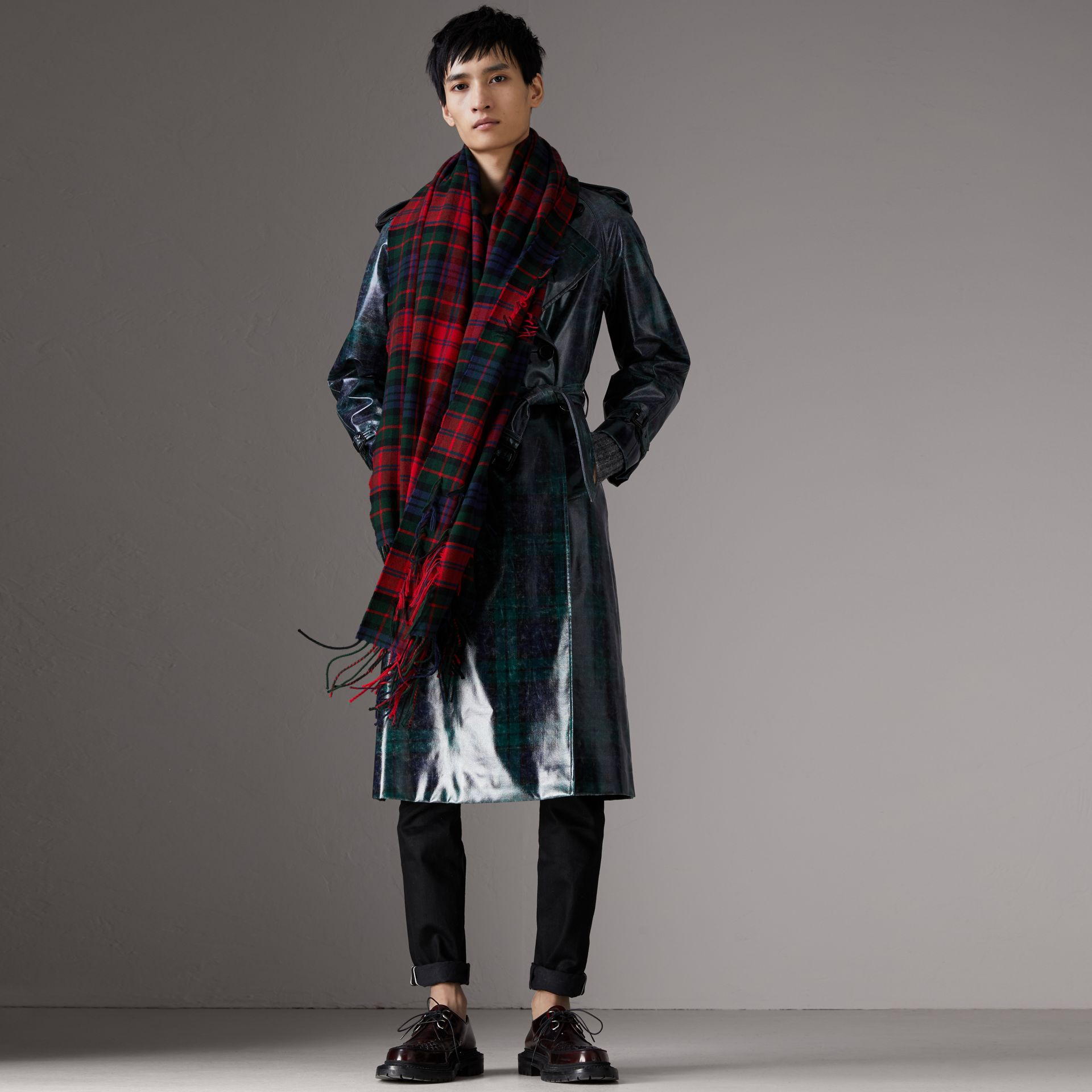 Fil Coupé Tartan Wool Cashmere Scarf in Bright Red | Burberry Singapore - gallery image 4