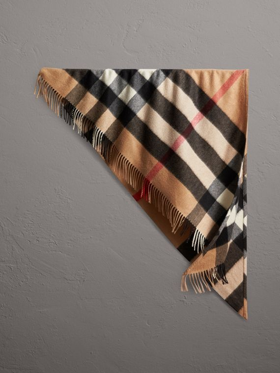 The Burberry Bandana in cashmere con motivo tartan (Cammello)