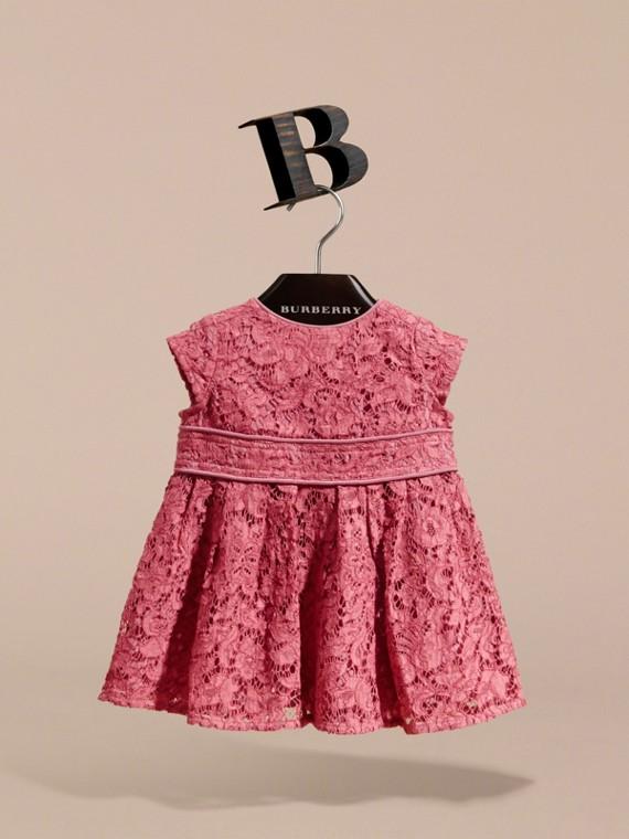 Vestido de renda macramê com mangas cavadas (Azaleia Rosa) | Burberry - cell image 2