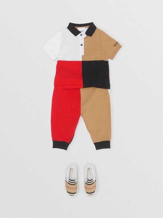 Poloshirt aus gestrickter Baumwolle in Colour-Blocking-Optik (Vintage-beige)
