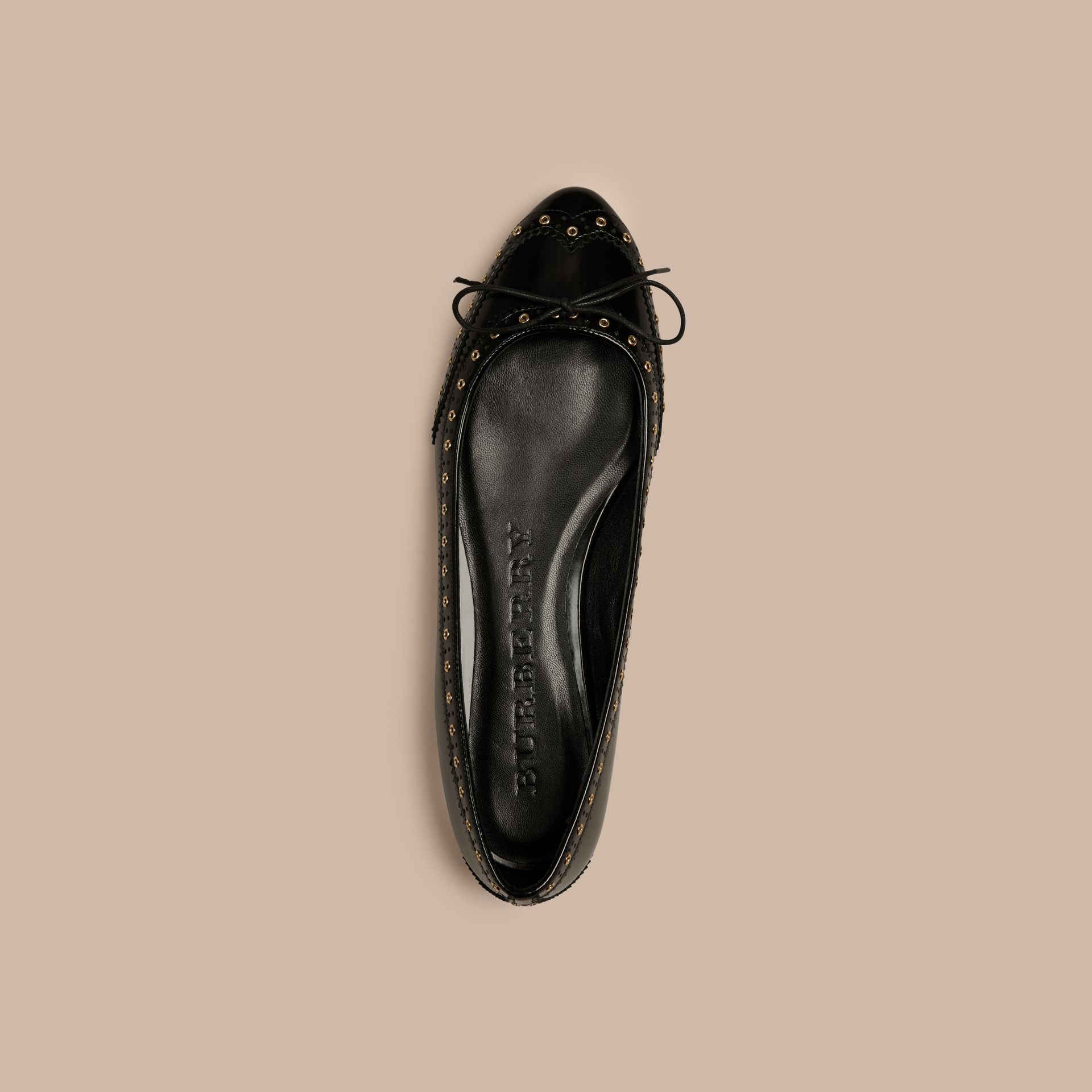 Preto Sapatilhas de couro com wingtip – Produto vendido exclusivamente online - galeria de imagens 3