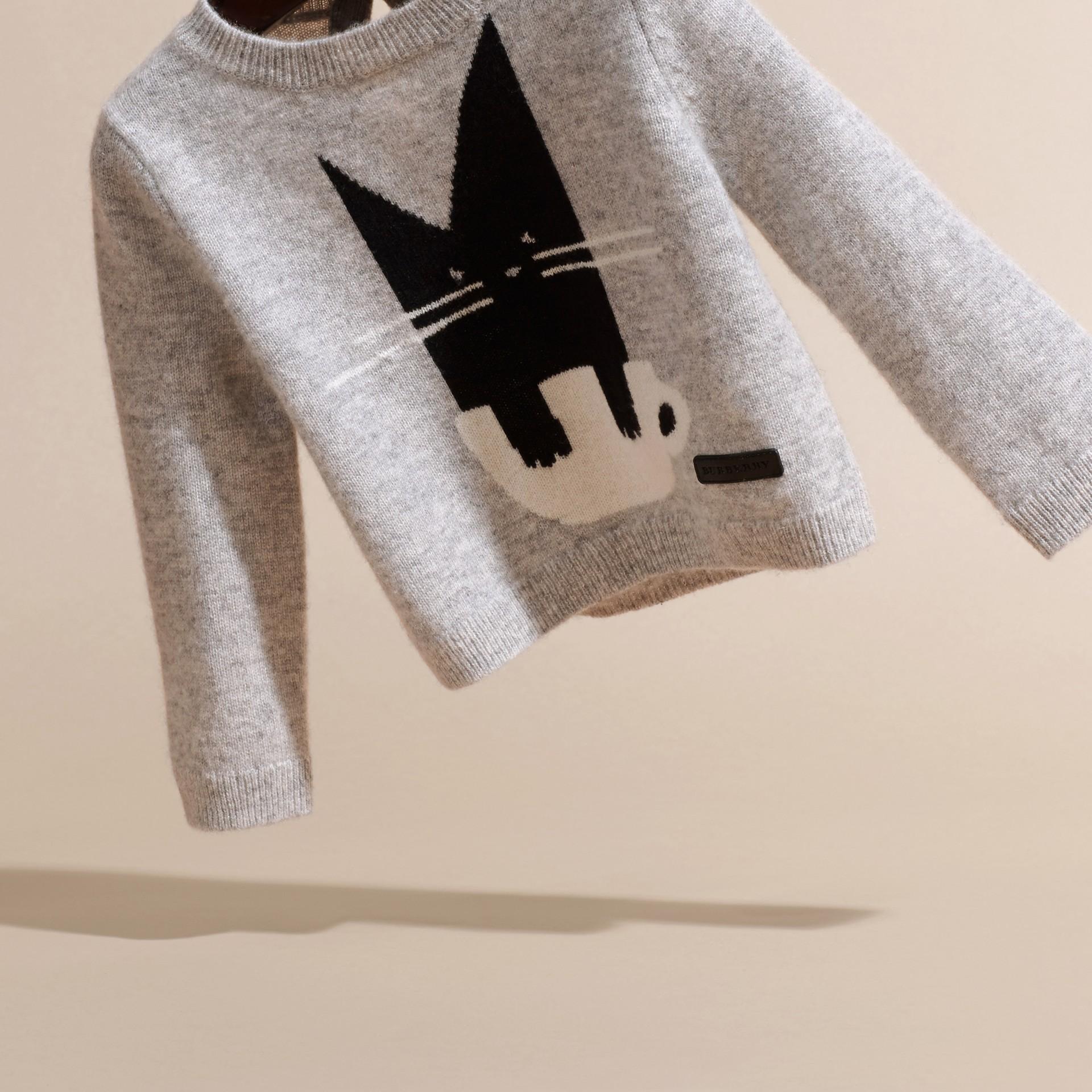 Grigio chiaro mélange Pullover in cashmere con gatto a intarsio - immagine della galleria 3