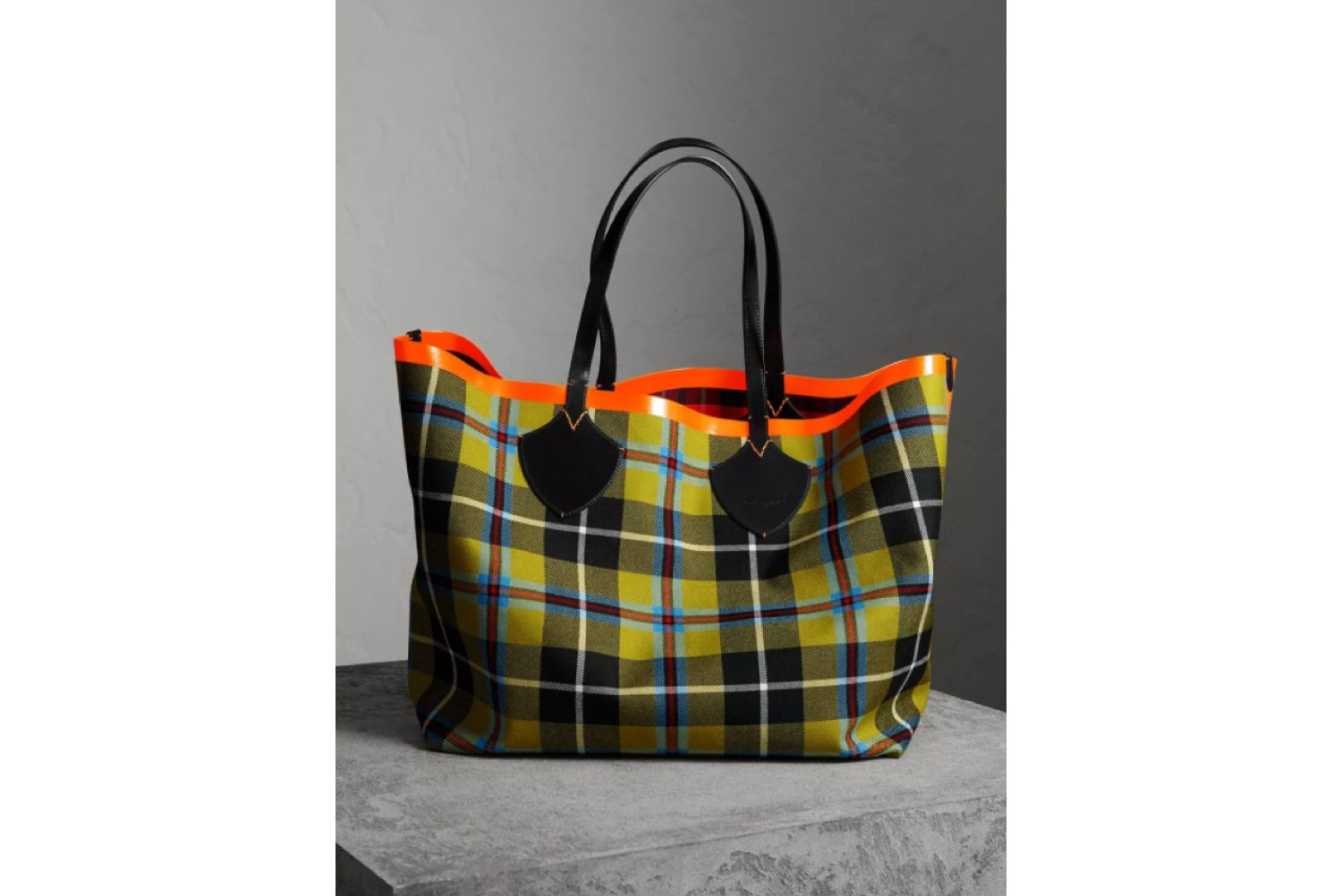 The Giant Reversible Tote in Tartan Cotton in Flax Yellow/red