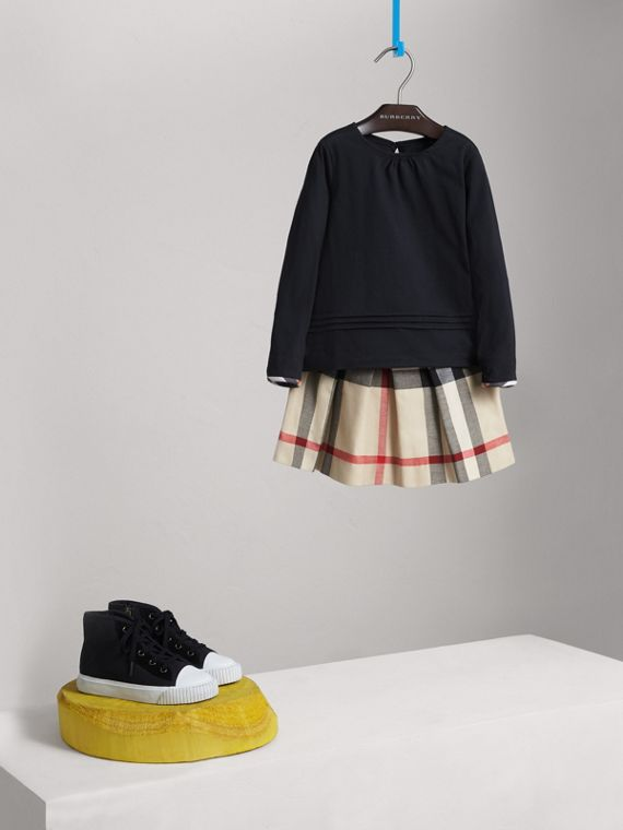 Long-sleeve Pleat and Check Detail Cotton T-shirt in Navy