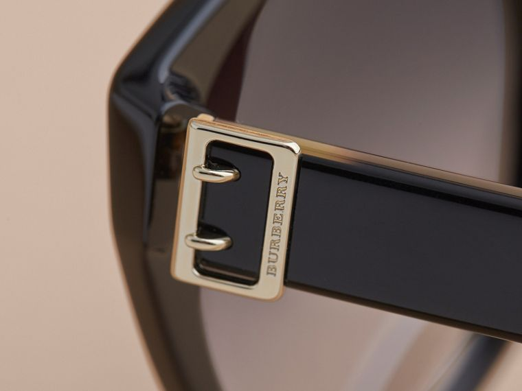 Buckle Detail Round Frame Sunglasses in Black - Women | Burberry United States - cell image 1