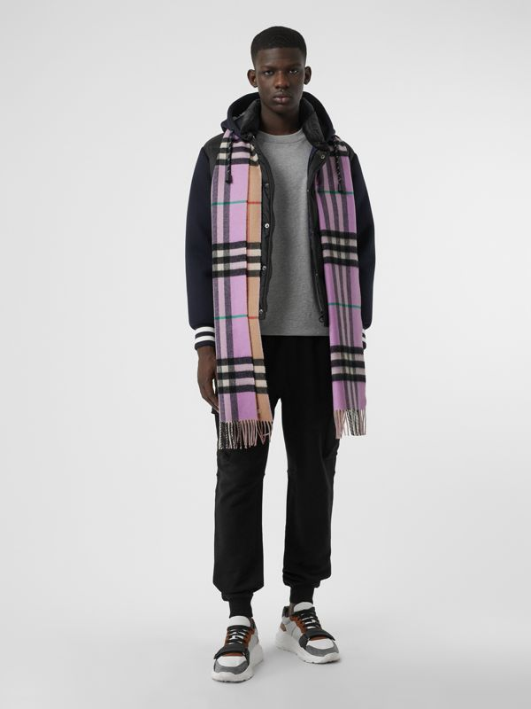 Long Reversible Check Double-faced Cashmere Scarf in Pale Heather | Burberry - cell image 3