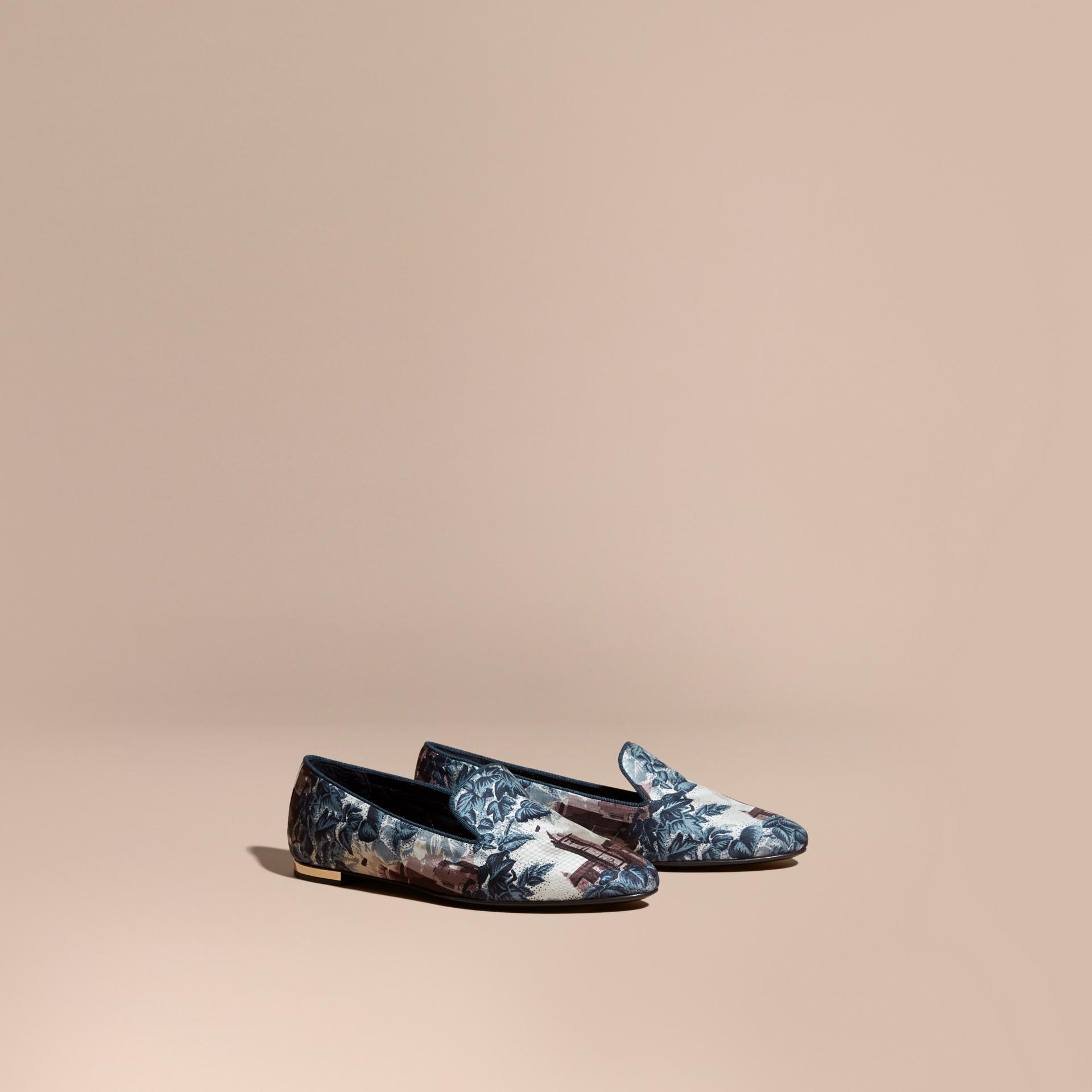 Bleu aérien Mocassins en soie et coton à imprimé château - photo de la galerie 1