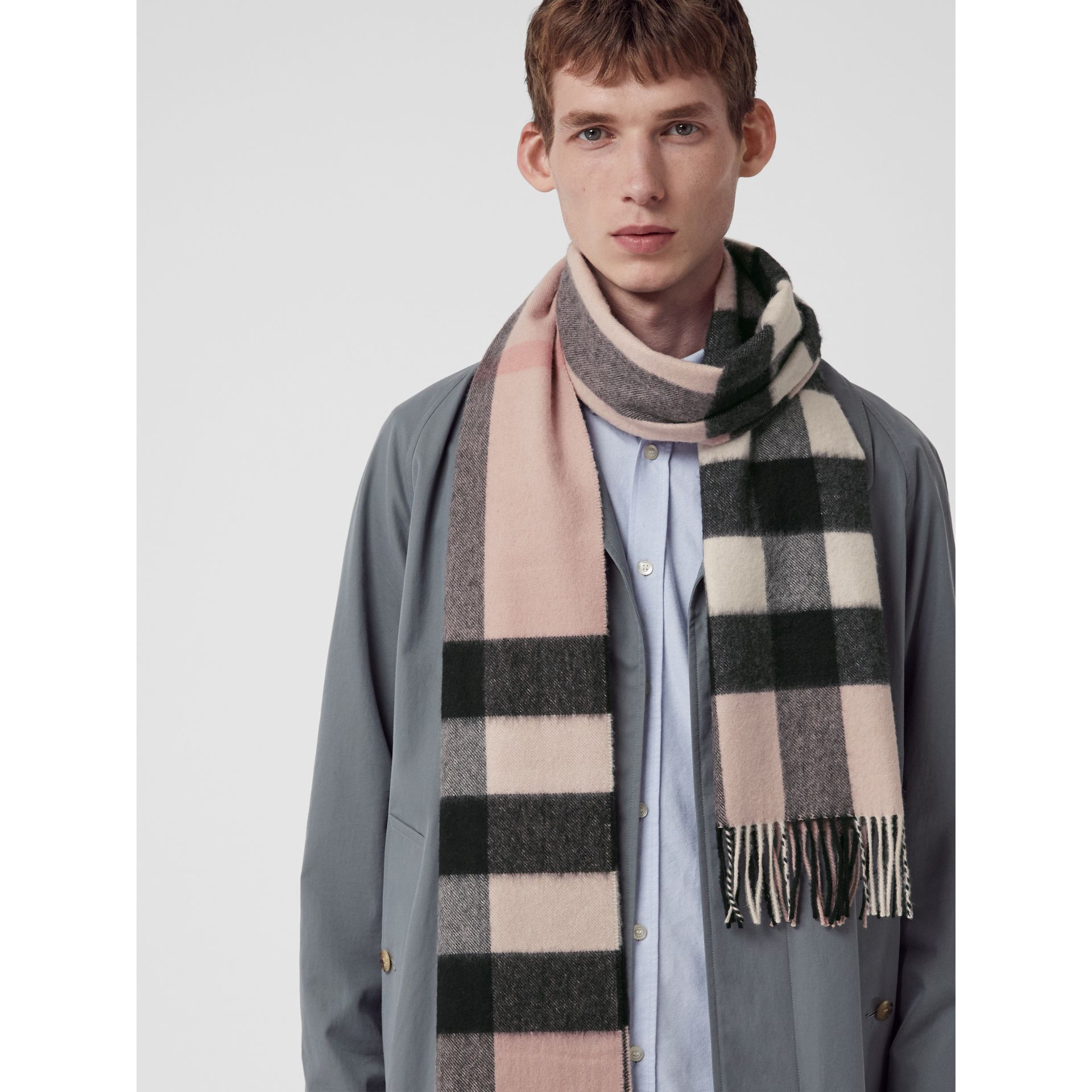 The Large Classic Cashmere Scarf in Check in Ash Rose | Burberry United Kingdom - gallery image 5