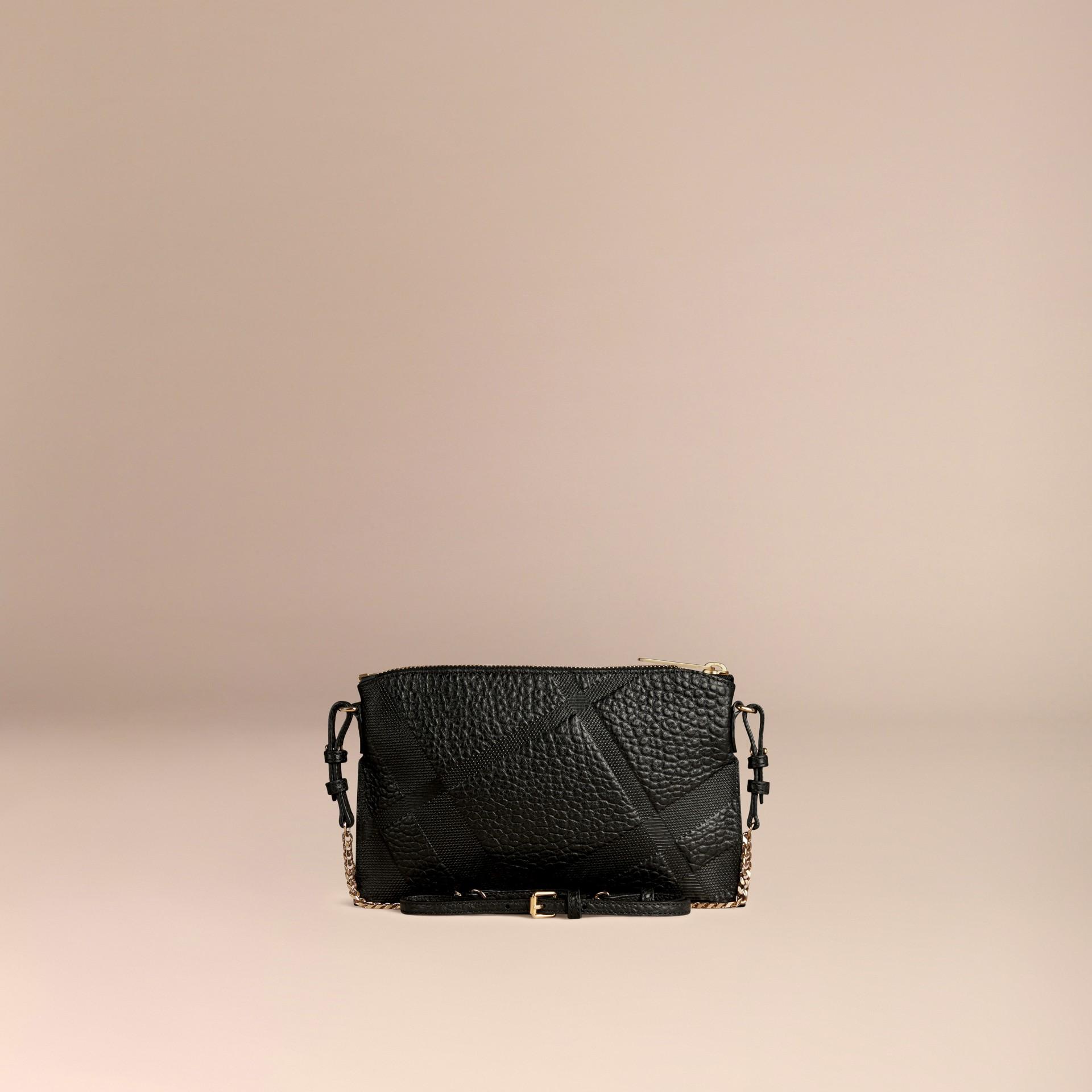 Schwarz Clutch aus Check-geprägtem Leder Schwarz - Galerie-Bild 4