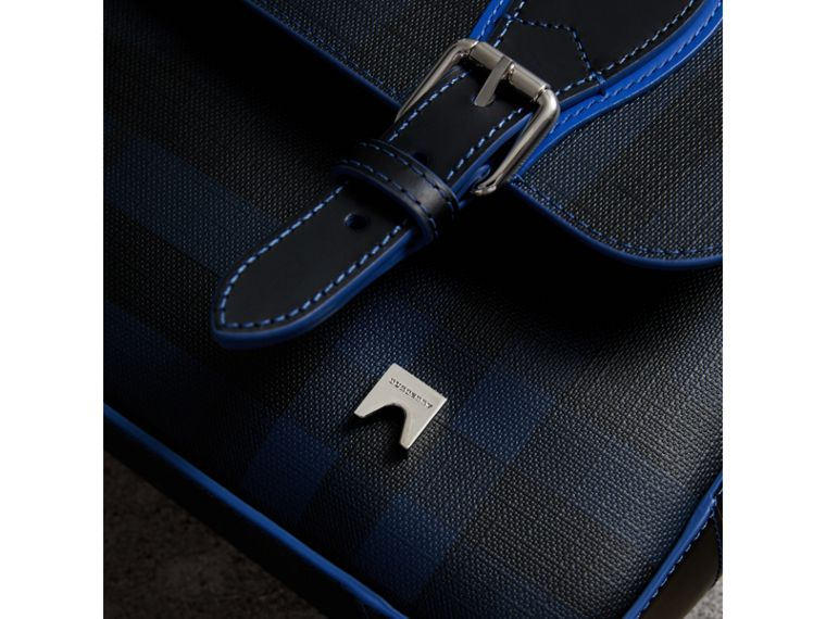 Borsa messenger media bicolore con motivo London check (Navy/blu) - Uomo | Burberry - cell image 1