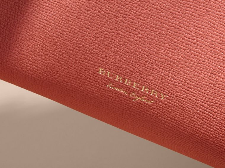The Medium Banner in Leather and House Check Cinnamon Red - cell image 1