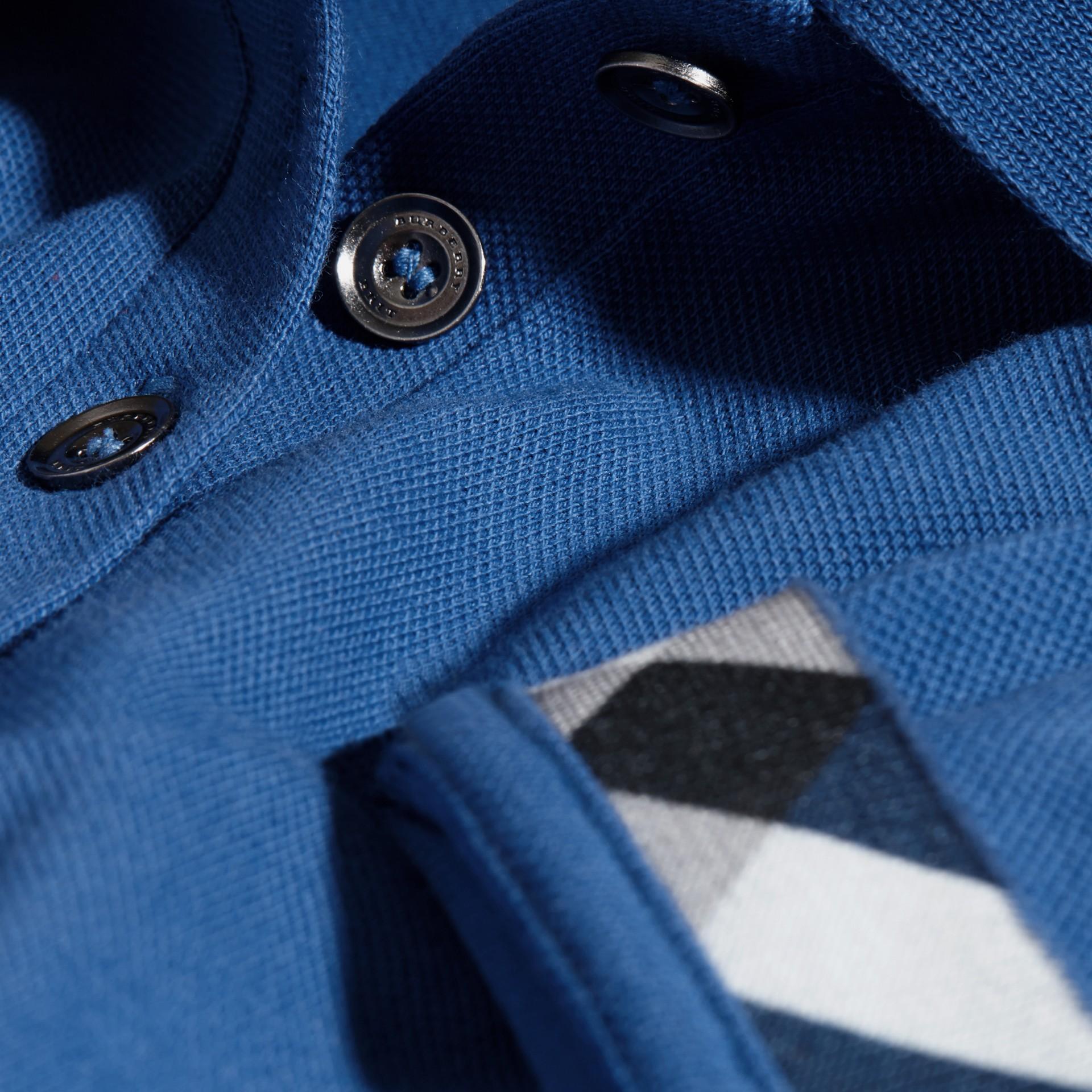 Cobalt vif Polo en piqué de coton extensible avec éléments check Cobalt Vif - photo de la galerie 2