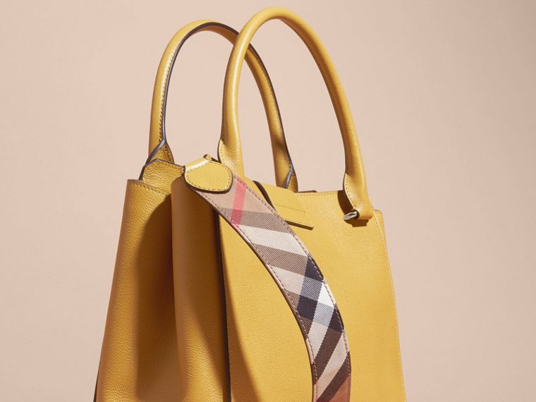 Quartz jaune Sac tote The Buckle medium en cuir grené Quartz Jaune - cell image 4