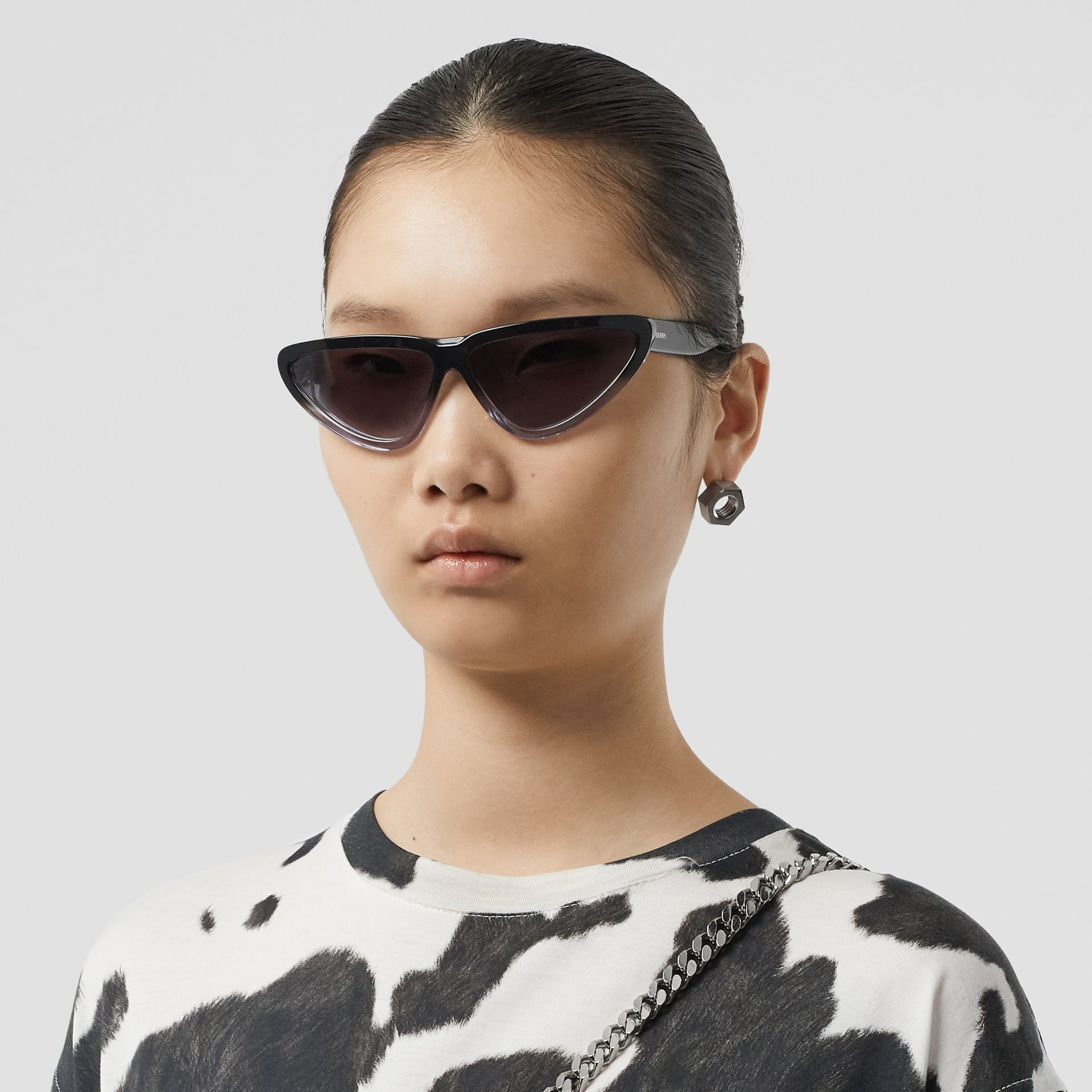Gradient Detail Triangular Frame Sunglasses in Black - Women | Burberry Hong Kong - gallery image 2