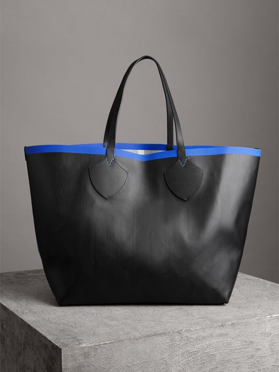 The Giant Reversible Tote in Canvas Check and Leather in Blueberry/black | Burberry - cell image 3
