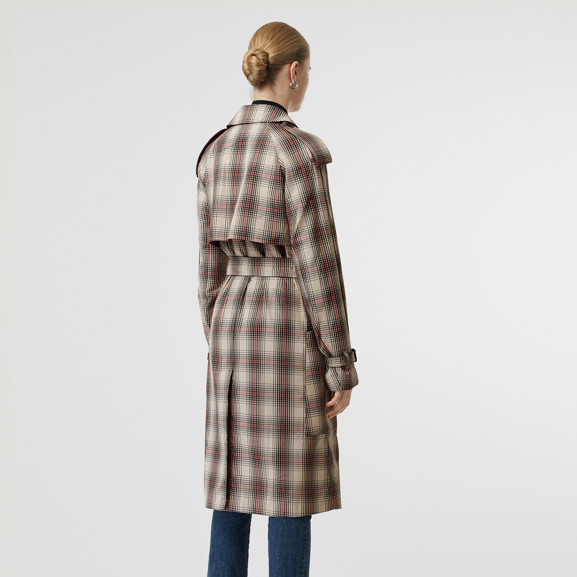 Lightweight Check Trench Coat in Light Nude - Women | Burberry United Kingdom - gallery image 2