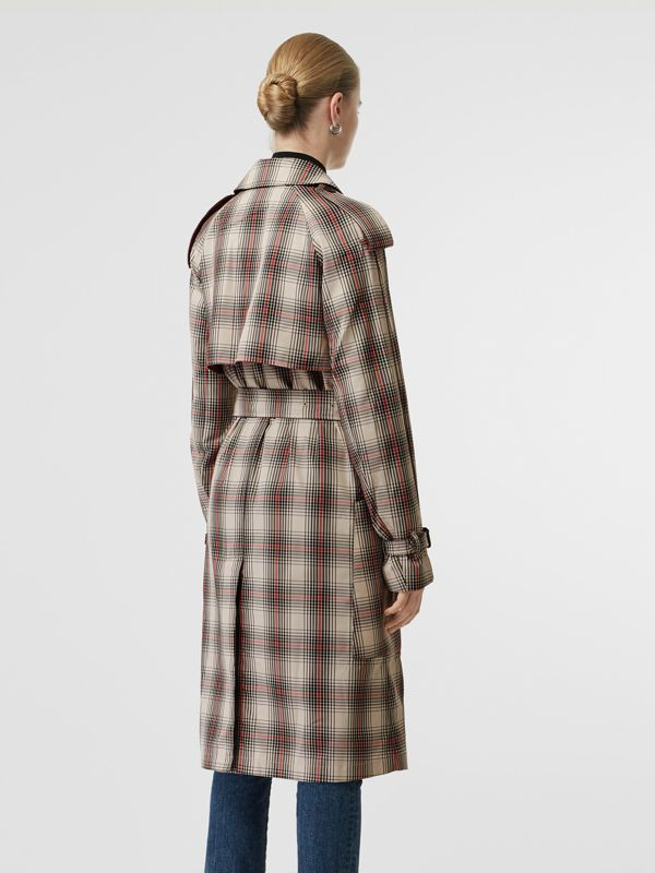 Lightweight Check Trench Coat in Light Nude - Women | Burberry - cell image 2