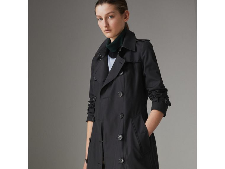 The Chelsea Heritage Trench Coat in Midnight - Women | Burberry Hong Kong - cell image 4