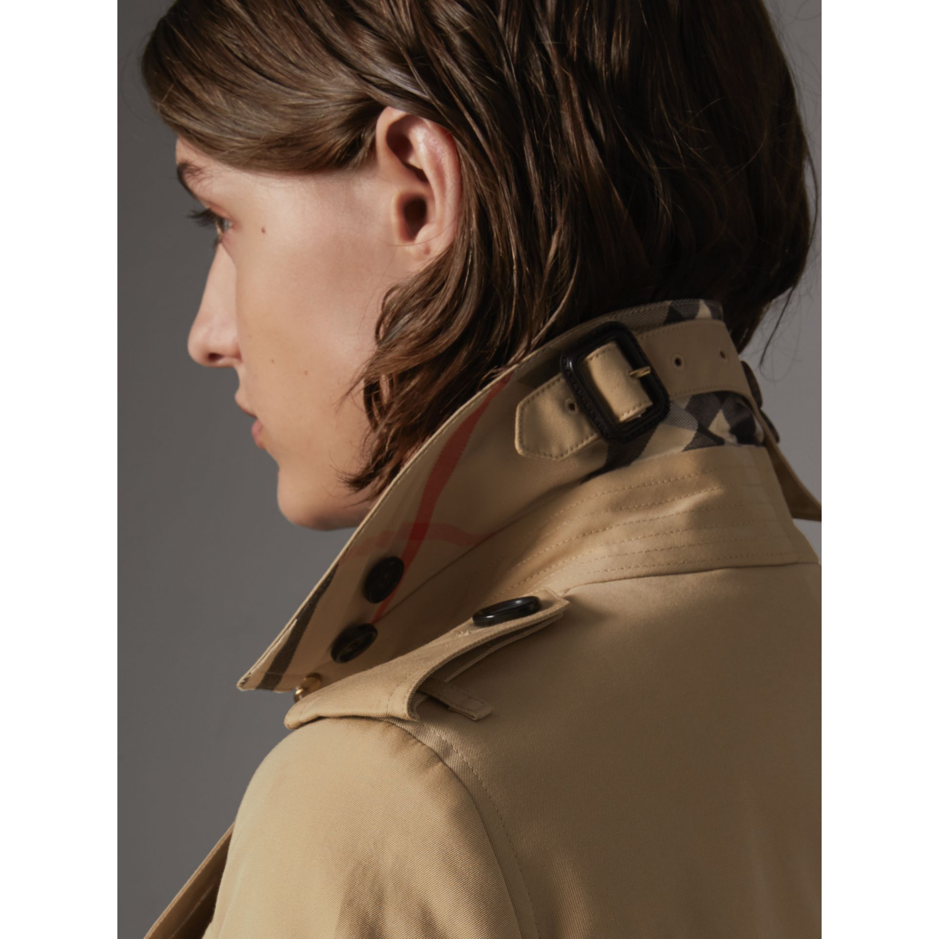 The Sandringham – Mid-Length Heritage Trench Coat in Honey - Women | Burberry - gallery image 2
