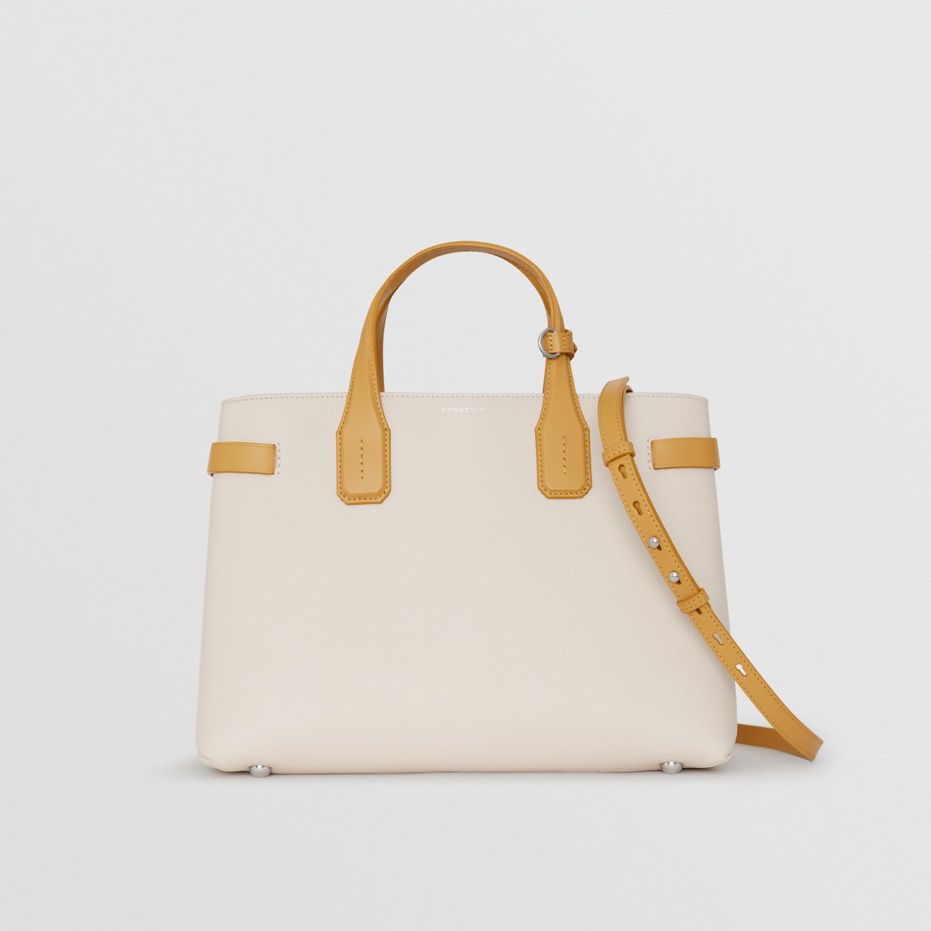 Bolsa Banner de couro em dois tons - Média (Calcário/amarelo Centáurea) - Mulheres | Burberry - galeria de imagens 0