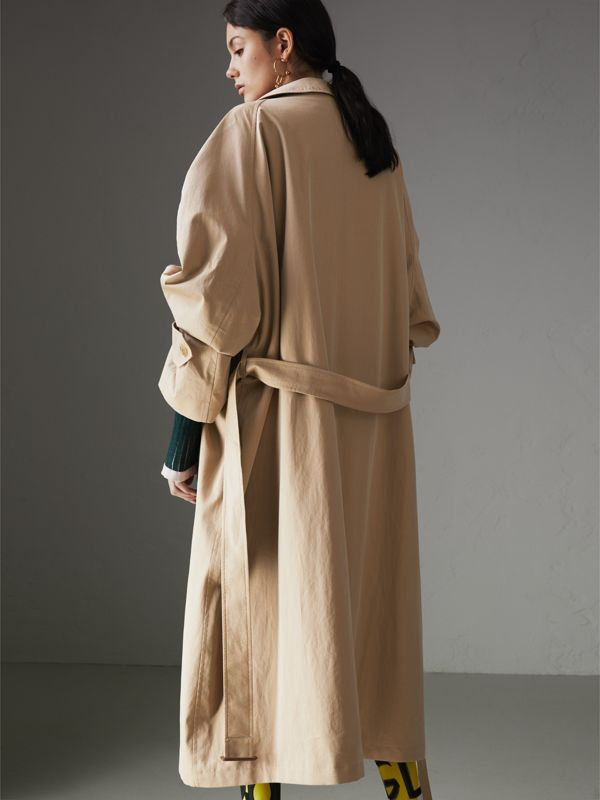 Cappotto car coat in gabardine tropicale con bottoni dipinti (Miele) - Donna | Burberry - cell image 2