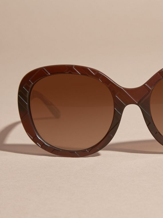 Brown 3D Check Round Frame Sunglasses Brown - cell image 2