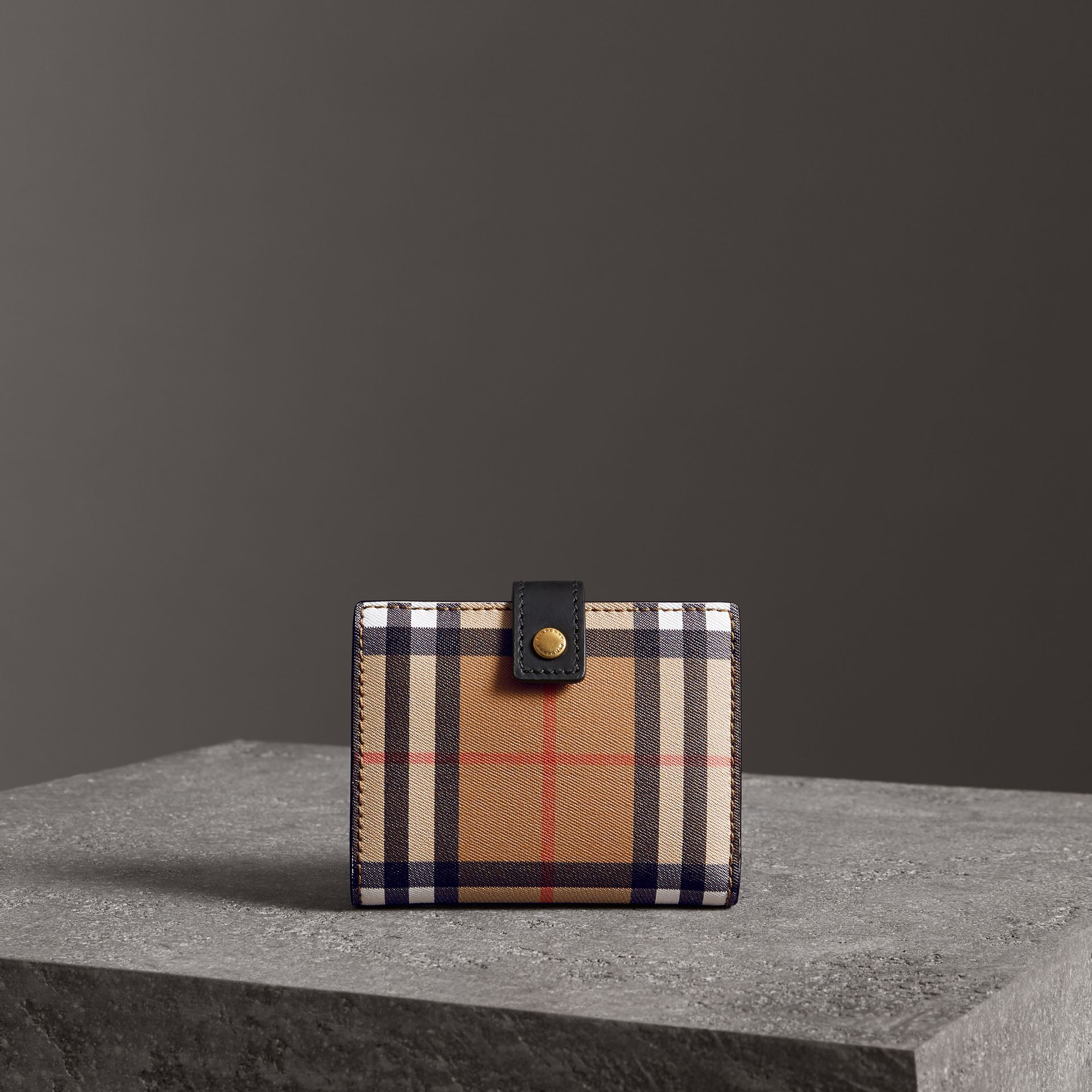 Small Vintage Check and Leather Folding Wallet in Black - Women | Burberry Hong Kong - gallery image 4