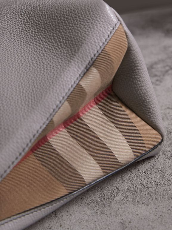 Sac The Banner medium en cuir et coton House check (Camaïeu De Gris Clairs) - Femme | Burberry - cell image 1