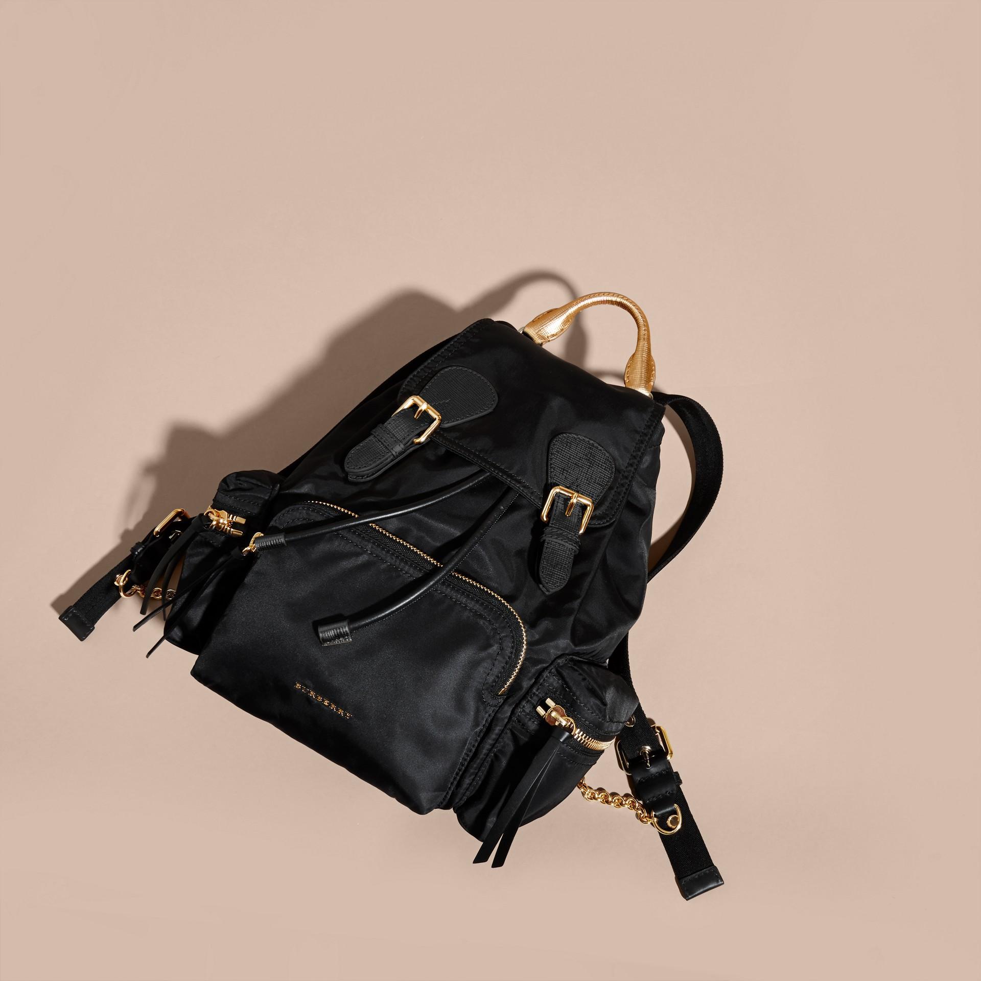 Nero/oro Zaino The Rucksack medio in nylon bicolore e pelle Nero/oro - immagine della galleria 7