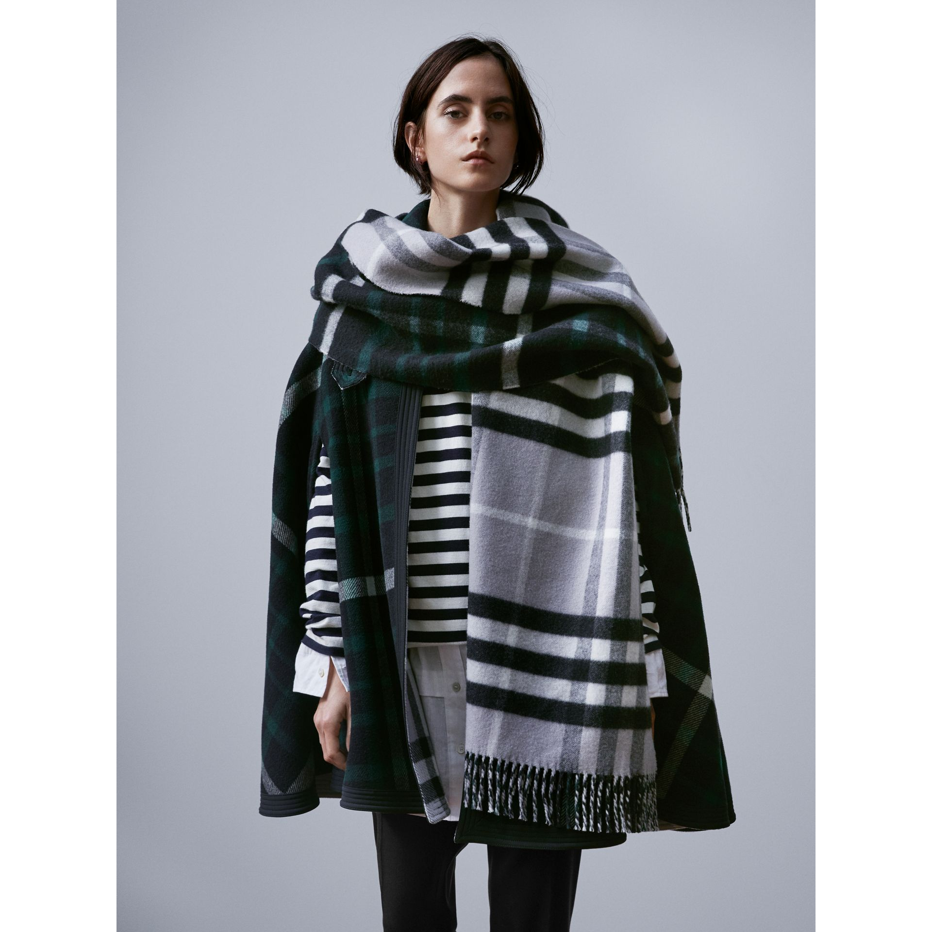 Check Wool Cashmere Oversize Scarf in Black | Burberry - gallery image 3