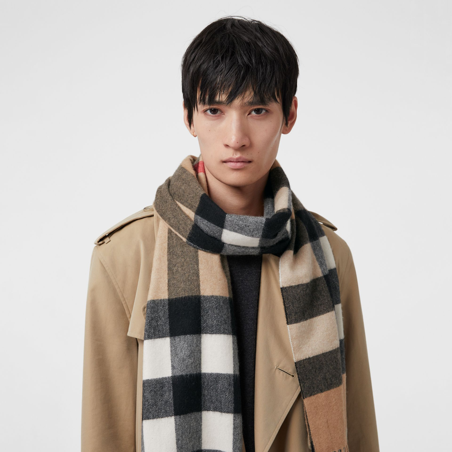 The Large Classic Cashmere Scarf in Check in Camel | Burberry Australia - gallery image 6