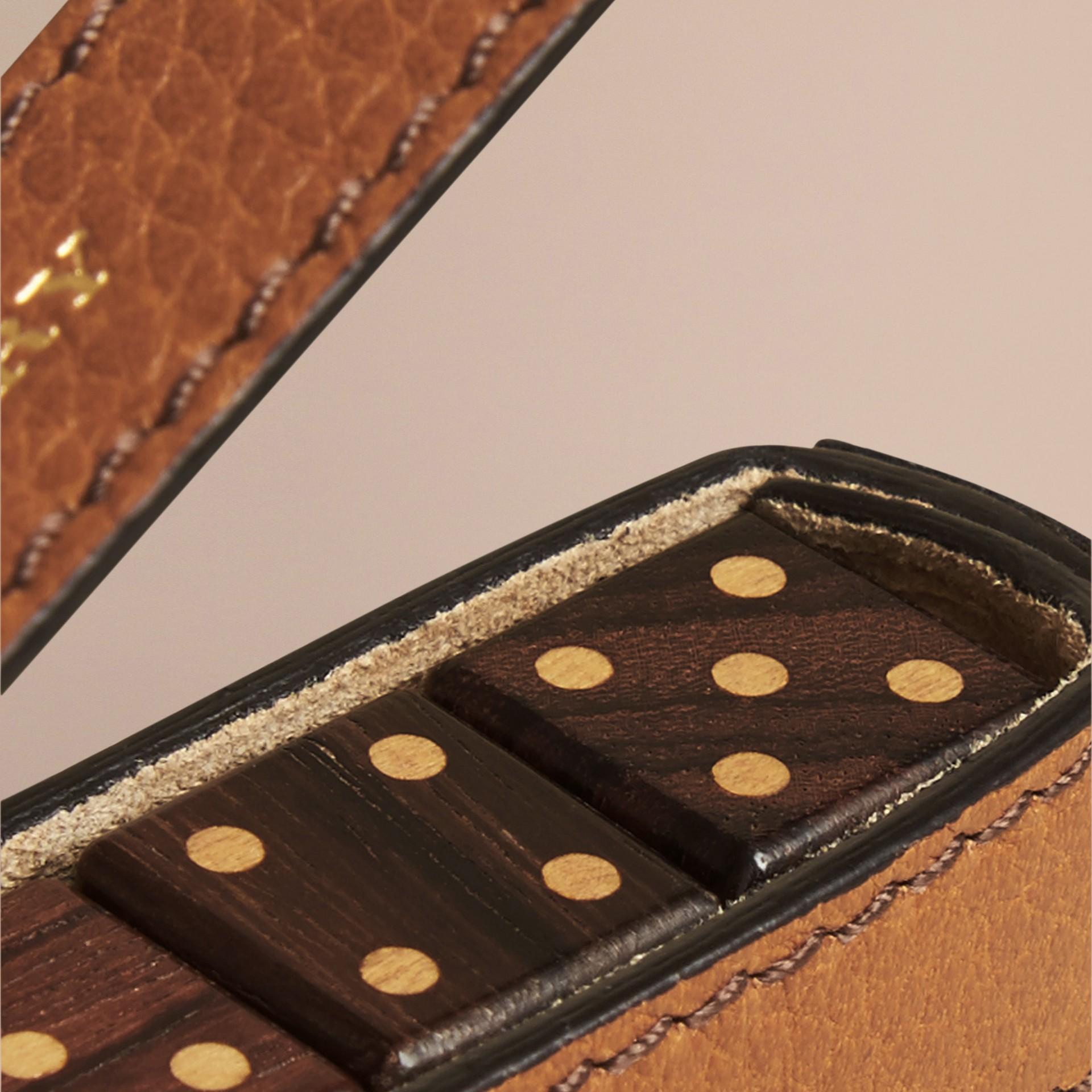 Hellbraun Würfelset in einem Etui aus genarbtem Leder Hellbraun - Galerie-Bild 2
