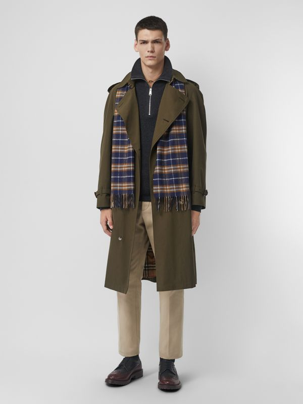 The Classic Vintage Check Cashmere Scarf in Dark Sapphire | Burberry Australia - cell image 3
